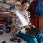 Karin mit Schal (bei 34 Grad)